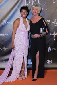Yuleis, organizadora de los premios en España, junto a Jill Lindberg.
